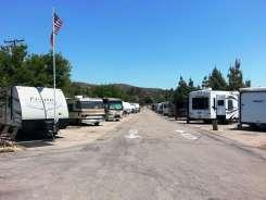 santee-lakes-campground-03