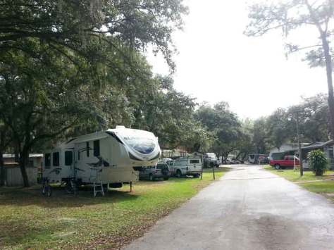 southern-aire-rv-resort-thonotosassa-florida-roadway