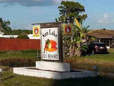 Sun Lake RV Resort in Ruskin Florida Sign