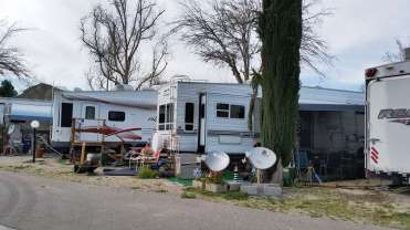 travel-village-rv-park-castaic-ca-05