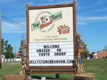 Yogi Bears Jellystone Park in Forsyth Missouri sign on highway
