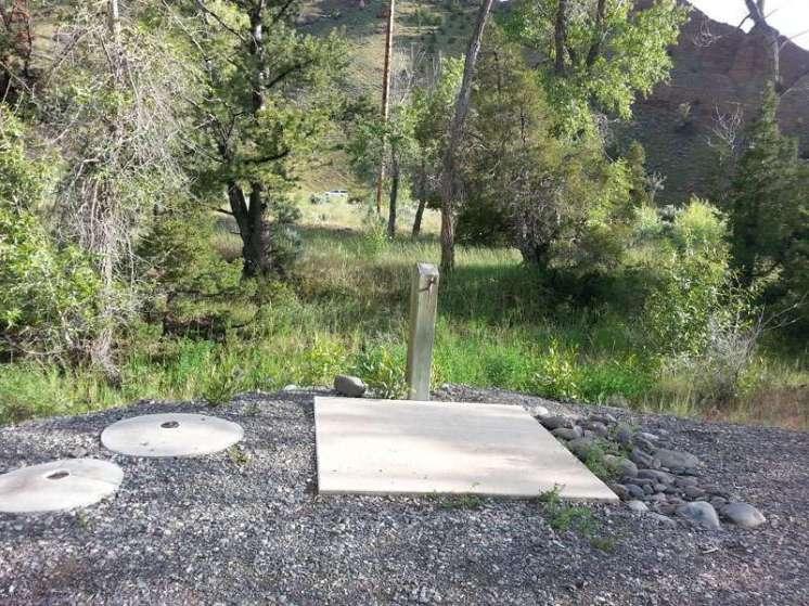 wapiti-campground-cody-water