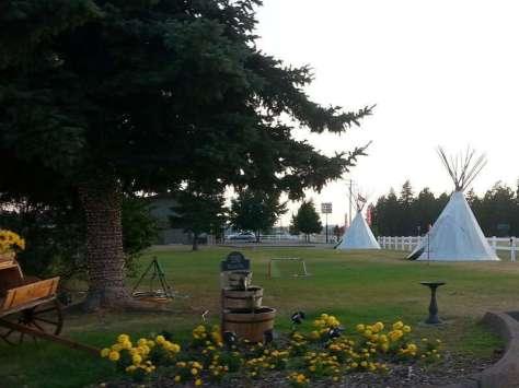 western-inn-and-campground-columbia-falls-montana-yard