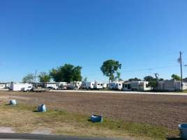 Cypress Hut RV Park in Okeechobee Florida2