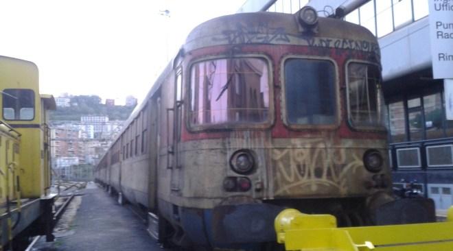 Circumflegrea, guasto a treno e traffico paralizzato