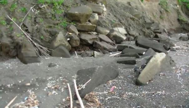 Procida, pericolo alla spiaggia del Ciraccio