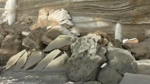 Spiaggia del Ciraccio - parte de muri sovrastanti crollati