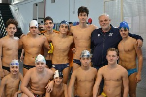 La squadra maschile del Flegreo con al centro il presidente Ottorino Altieri
