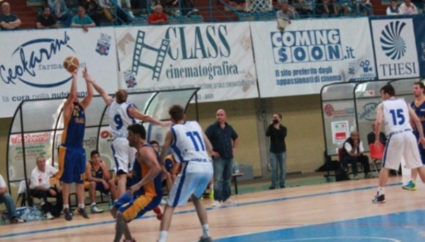 """Virtus Pozzuoli, il """"cuore"""" non basta: gara-1 vince Mola per 70-62. Ma la squadra di Serpico c'è!"""