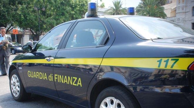 Quarto, scoperta dalla Guardia di Finanza stamperia con 8milioni di euro di banconote false