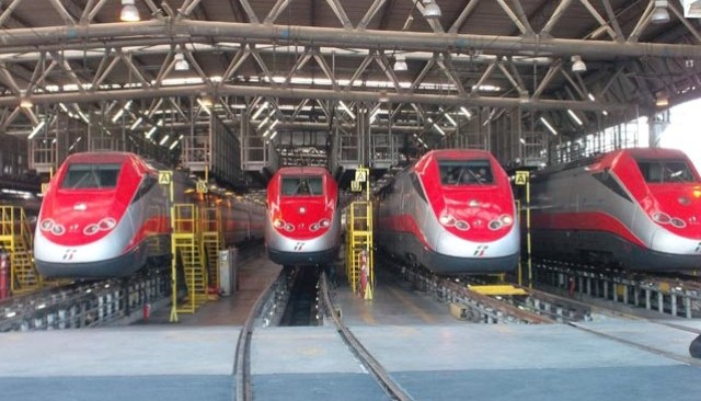 Blocco treni a Napoli causa allarme fumo