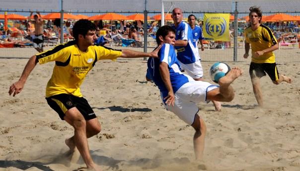 Al lido Breeze di Licola dal 9 al 12 luglio la tappa campana della serie B del beach soccer: in palio i play off per la promozione in A!