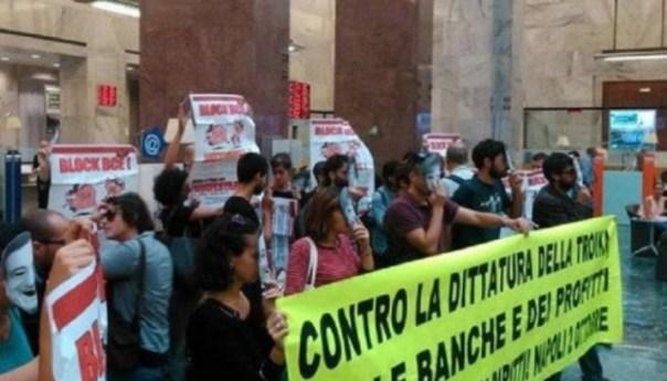 BCE a Napoli, cortei e disordini con lanci di petardi e fumogeni