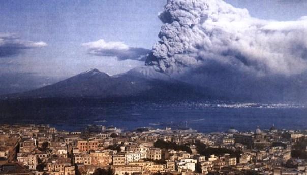 """Campi Flegrei e Vesuvio, rischio ed emergenza: la nuova """"zona rossa"""""""