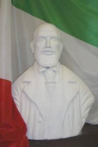 Il busto di Salvatore Morelli esposto a Carovigno