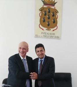 Il sindaco Vincenzo Figliolia e Roberto Reggi direttore dell'Agenzia del Demanio