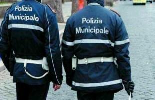 Pozzuoli, 46enne arrestato dalla municipale dopo scippo ad una donna