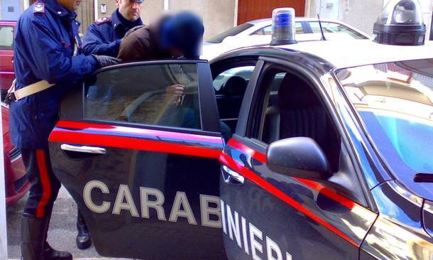 Napoli, estorsione e usura a trans e prostitute: arrestati 8 componenti del clan Mazzarella