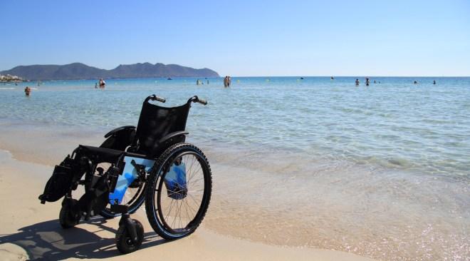 Spiaggia gratis per disabili e minori di 12 anni, Comune di Pozzuoli e gestori dei lidi firmano un accordo