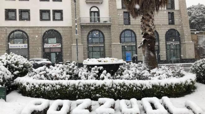 Anche i Campi Ardenti sotto una coltre di neve. Il Comune di Pozzuoli istituisce un Comitato Operativo Viabilità presso la Protezione Civile.