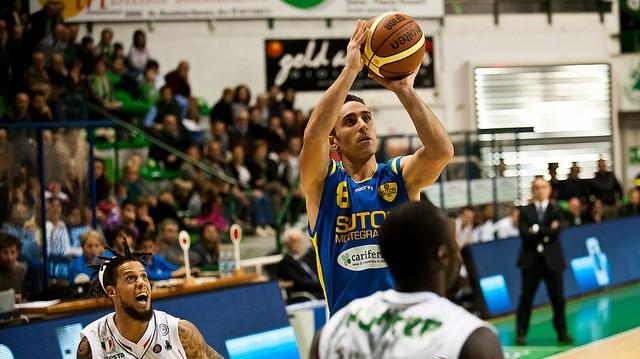 Basket: la Virtus incontra l'ostica Matera