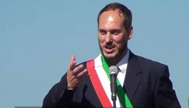 """Monte di Procida, il sindaco Pugliese replica a Di Cupillo: """"Grazie a chi ha salvato i lastroni. Disgustato da chi invece di dare una mano fotografa per finti scoop"""""""