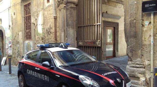 Napoli, aggredisce la madre settantenne con calci e pugni: arrestato