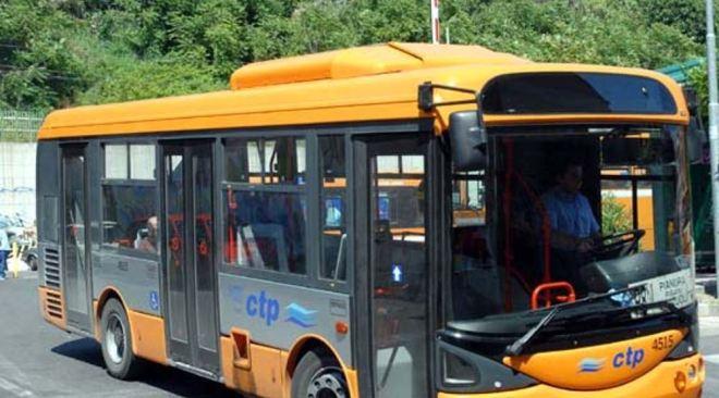 POZZUOLI/ Ctp, manca la copertura assicurativa: bus fermi da domani in deposito