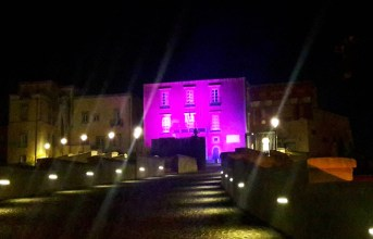 """Rione Terra colorato di rosa nel week end, il comune aderisce alla campagna """"Nastro Rosa"""""""