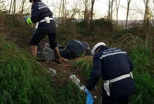 Quarto, perquisizione dei vigili a casa di un uomo che aveva abbandonato rifiuti