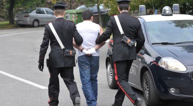 Pozzuoli, perseguitava la compagna da 3 anni: arrestato un 32enne stalking