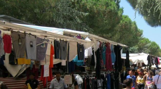 Mercoledì 26 sospesi i mercatini di Monterusciello e Rione Toiano