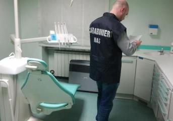 BACOLI/ Dentista abusivo, i Nas sequestrano attrezzature e locale