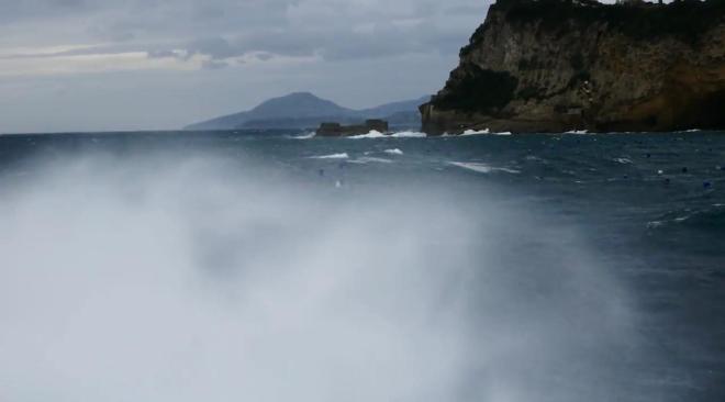 ALLERTA METEO/ Gelo, vento forte e mare agitato nei Campi Flegrei fino a domani