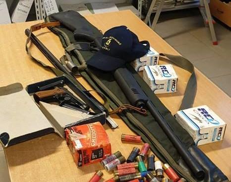 POZZUOLI/ Bracconiere sorpreso senza licenza di porto d'armi: sequestrati fucile e cartucce
