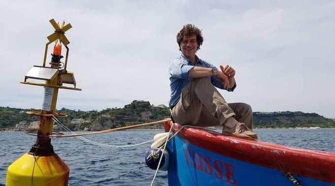 BAIA/ Samuele, il padre e la barca Ulisse: con Alberto Angela alla scoperta dei tesori di Baia