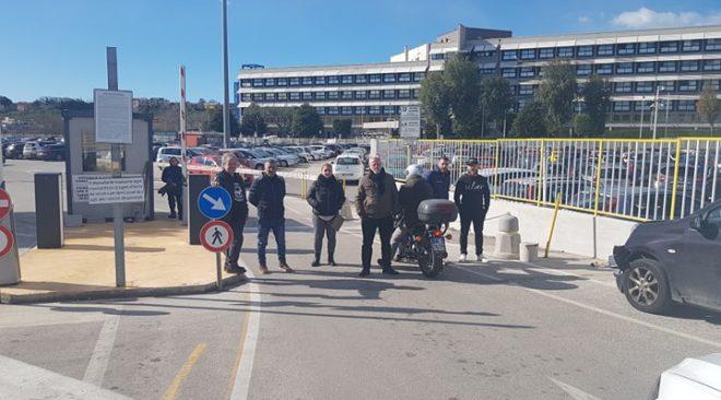 """POZZUOLI/ Lavoratori del parcheggio dell'Ospedale in assemblea permanente: """"Precarie condizioni di sicurezza"""""""