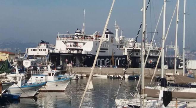 Ischia e Procida,vietati gli sbarchi di auto nelle isole del Golfo di Napoli