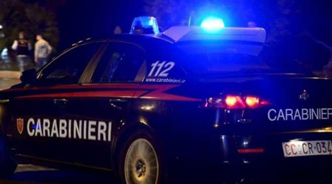 LICOLA/ Lite con la moglie, poi, aggredisce i carabinieri intervenuti: arrestato un 32enne