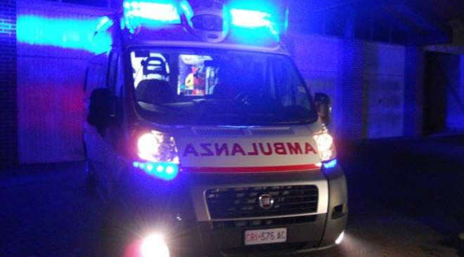 AGNANO/ Ferito in un incidente stradale, rompe il polso all'infermiere