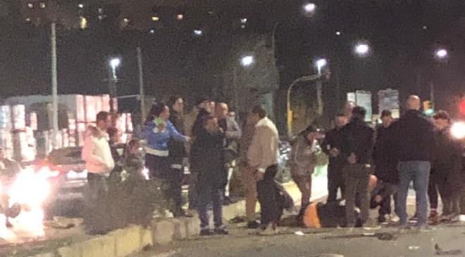 AGNANO/ Pauroso incidente in via Pisciarelli, giovane in una pozza di sangue portato in ospedale