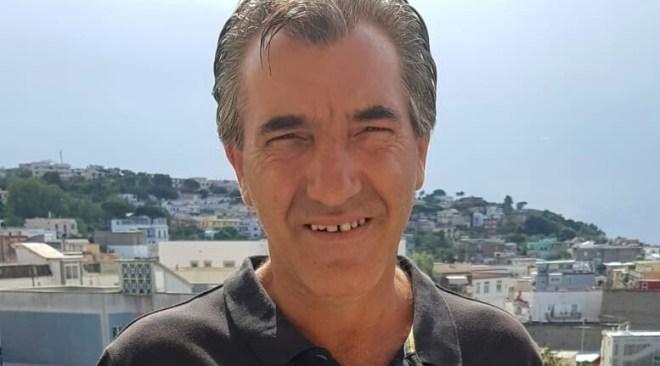 Angelo Esposito, ripreso lunedì mattina dalle telecamere di un bar a piedi in via Dragonara salire a Capo Miseno