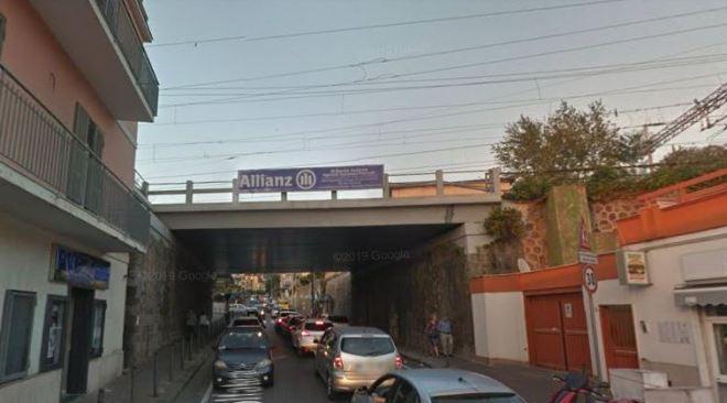 POZZUOLI/ Verifiche urgenti al ponte della Metro, senso unico alternato mercoledì in via Solfatara