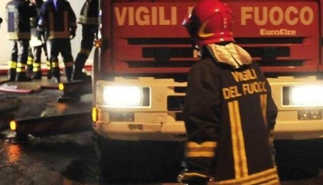 ULTIMORA/ Incendio nella notte in via Cuma ai danni di un negozio per animali