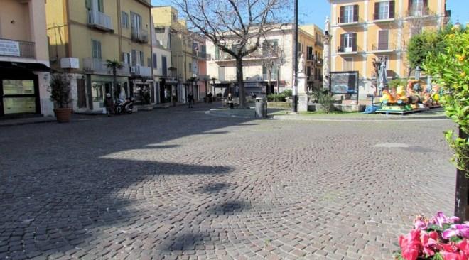 POZZUOLI/ Piazza della Repubblica, arrivano i varchi elettronici per la ztl e l'area pedonale