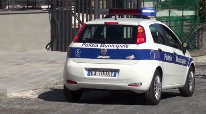 POZZUOLI/ Trovato più volte senza assicurazione dell'auto: arriva la confisca e la distruzione del veicolo