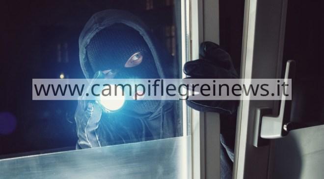 ULTIMORA/ Furto con spray narcotizzante in un appartamento a Lucrino