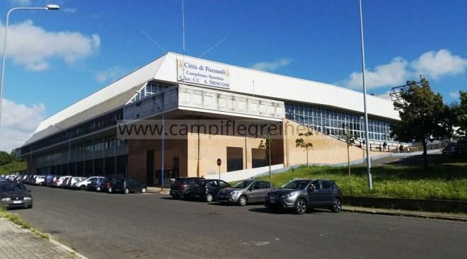 Universiadi al Pala Trincone: divieto di vendita di bevande in vetro, lattine e plastica rigida, sanzioni di 500 euro