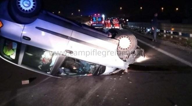 ULTIMORA/ Spaventoso incidente sulla Statale a Varcaturo, auto capovolta e due ragazzi in ospedale