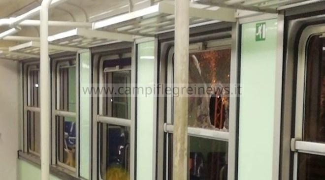 ULTIMORA/ Sassaiola contro un treno della Metro, paura tra i passeggeri e finestrini rotti